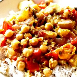 Cauliflower and Chickpeas In Light Curry Sauce