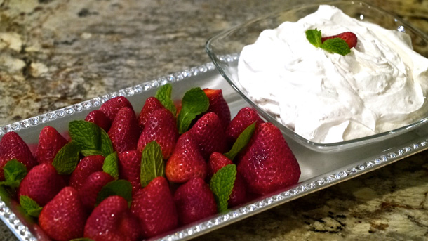 Strawberries With Cream Dip