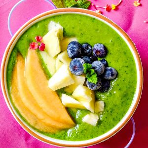 Detox Pineapple Green Smoothie Bowl