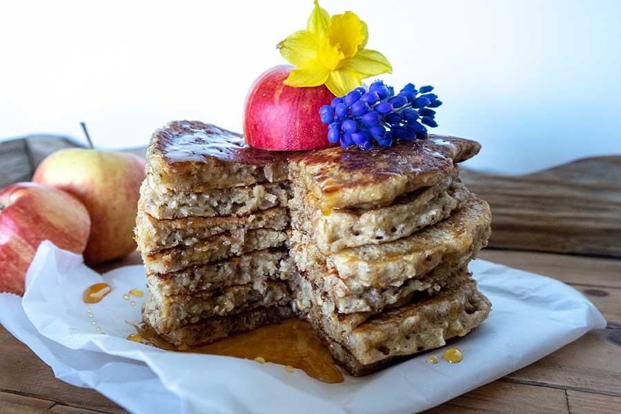pancakes, oatmeal,apples