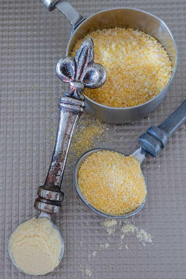 grits, cornmeal, cornflour