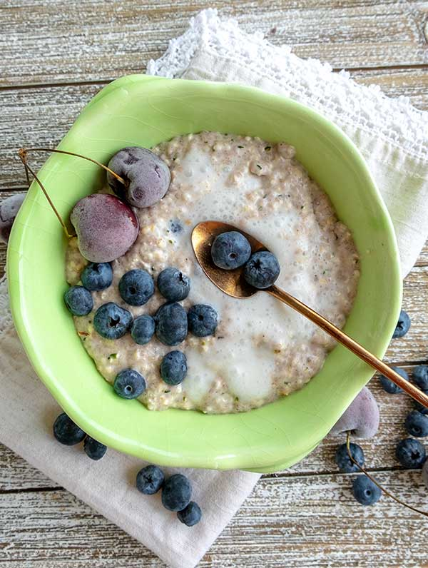 Gingerbread Overnight Oats with Chia & Hemp Hearts (gluten-free, vegan)