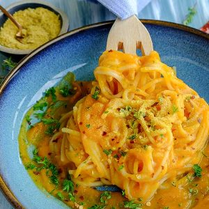 Charred Red Pepper Spicy Pumpkin Sauce Pasta (Gluten-Free, Vegan)