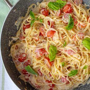 15 Minute Garlic Ricotta & Tomato Pasta {Gluten-Free}