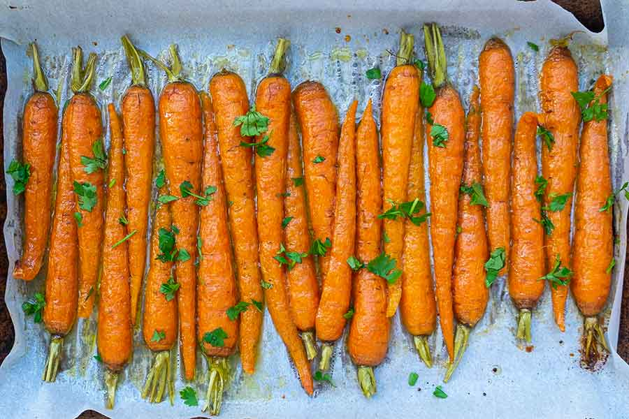 roasted maple ginger carrots